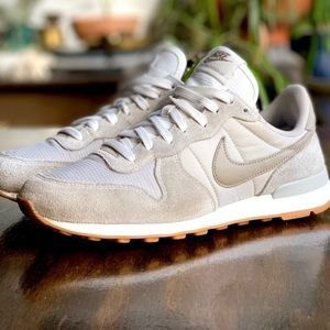 Nike Internationalist Taupe Sneaker